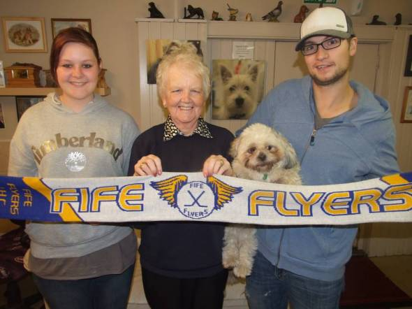 Kris Hogg from Fife Flyers visits kennels.